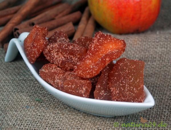 Apfelstücke mit Zucker und Zimt